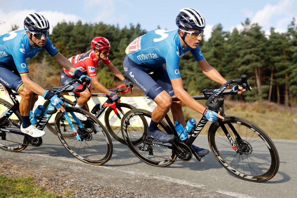 Závoďte na Vueltě s cyklisty z celého světa!
