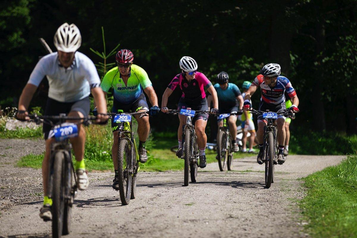 Cyklistický slang: Víte, jak se jede kolotoč a proč netrefit dřevo?
