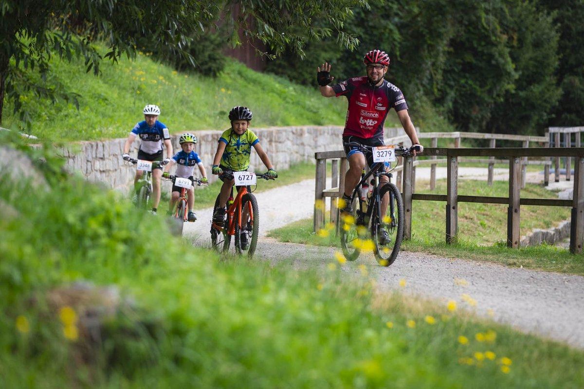 Dítě a kolo. Jak naučit vašeho potomka správným základům snadno a rychle