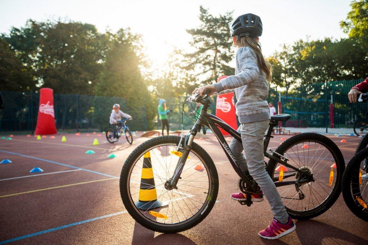 Jak naučit dítě na kole I. Odrážedla a přídavná kolečka