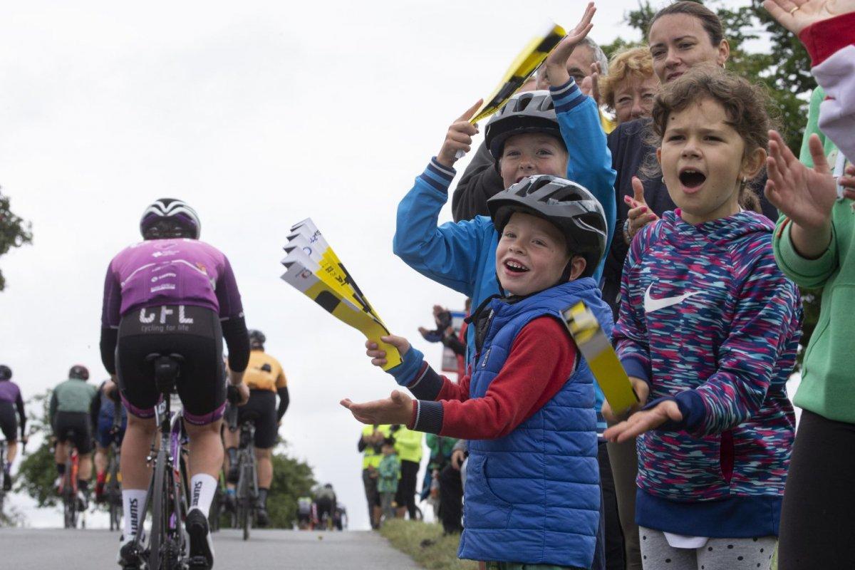 Fotogalerie L'Etape Czech Republic by Tour de France 2021: Když jsou cyklisté pány silnice
