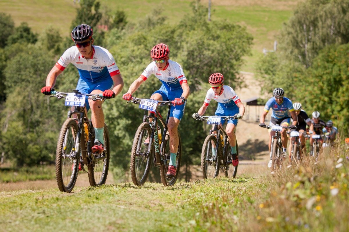 Jak se stát lepším cyklistou? Jezděte efektivně, častěji, ve skupině a v kopcích